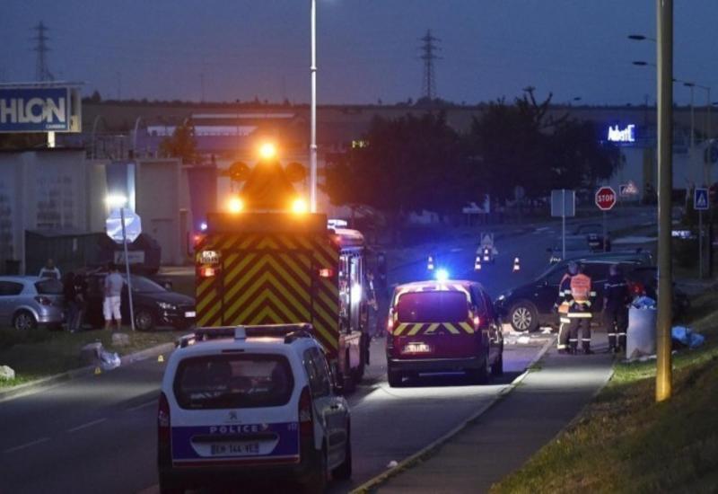 Во Франции пьяный водитель въехал в людей у ночного клуба