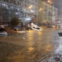 """Киев затопило: улицы превратились в каналы <span class=""""color_red"""">- ВИДЕО</span>"""