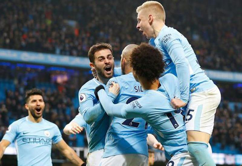 Игрок «Манчестер Сити» вынес на поле чудом спасшегося сына