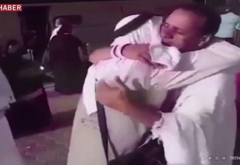 """Сирийские братья встретились на Хадже спустя 7 лет <span class=""""color_red"""">- ВИДЕО</span>"""