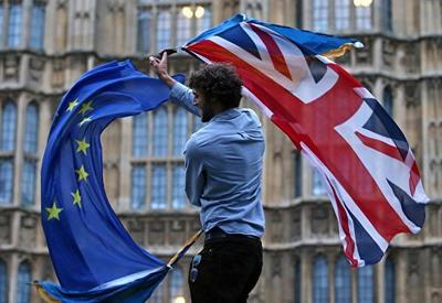 """В Евросоюзе призвали договориться о """"разводе"""" с Британией"""