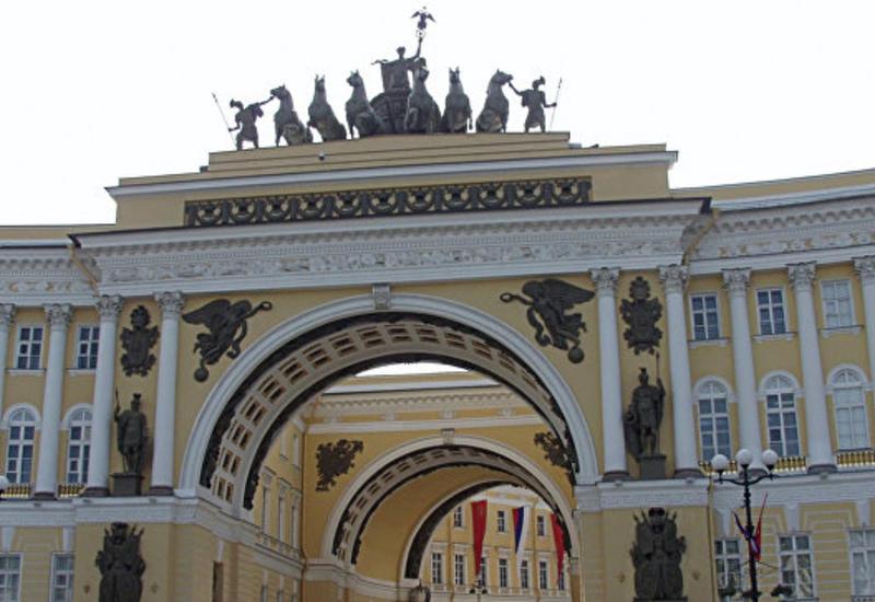 В Петербурге на людей обрушились строительные леса, есть пострадавшие