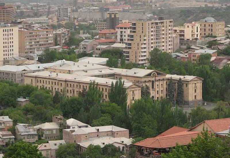 Экс-министра обороны Армении Арутюняна объявили в международный розыск