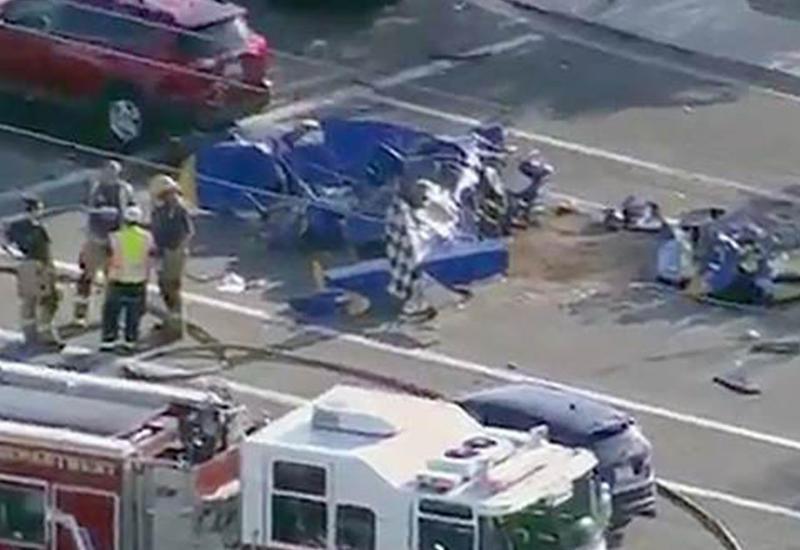 """Самолет разбился на проезжей части в США <span class=""""color_red"""">- ВИДЕО</span>"""