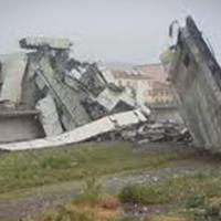 """Камеры наблюдения сняли момент обрушения моста в Генуе с разных ракурсов <span class=""""color_red"""">- ВИДЕО</span>"""
