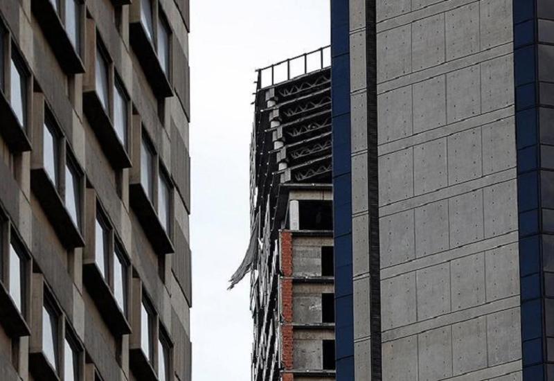 В Венесуэле накренился небоскреб