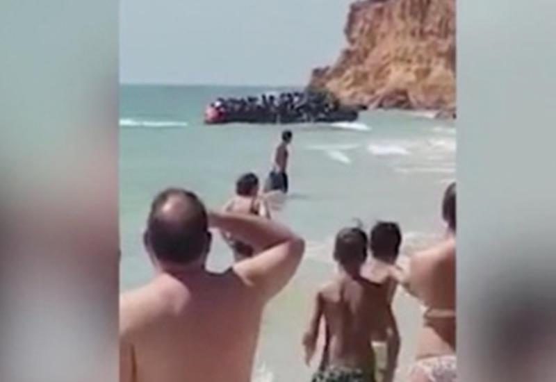 Полсотни мигрантов взяли штурмом пляж с туристами