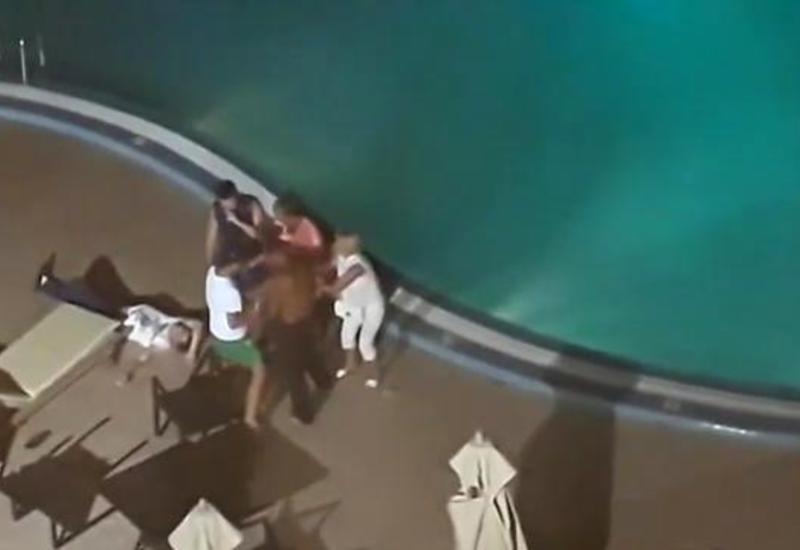Очевидцы засняли жестокую пьяную драку в отеле Туниса