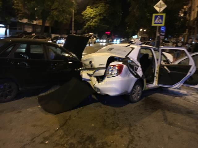 Массовое ДТП в Краснодаре - погибли два человека, семь автомобилей искорежило