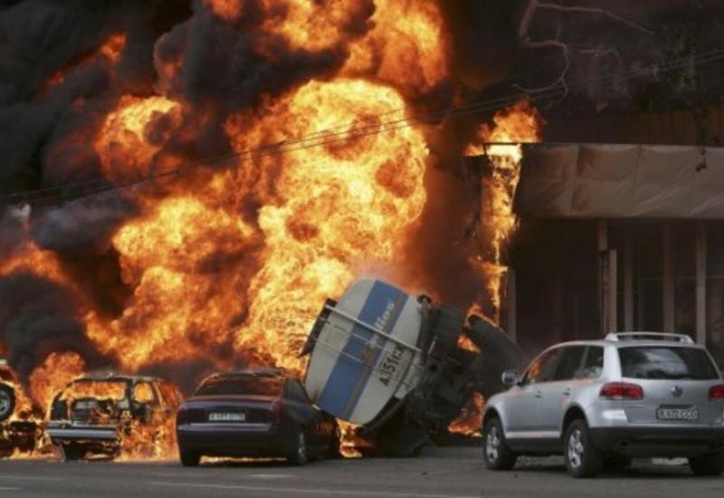 В Нигерии взорвался бензовоз, десятки погибших