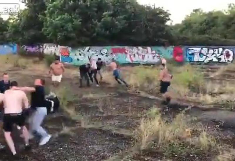 Бессмысленную жестокую драку английских футбольных фанатов сняли на камеры