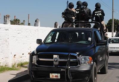 """Переодетые в марьячи бандиты расстреляли людей на площади в центре Мехико <span class=""""color_red"""">- ВИДЕО</span>"""