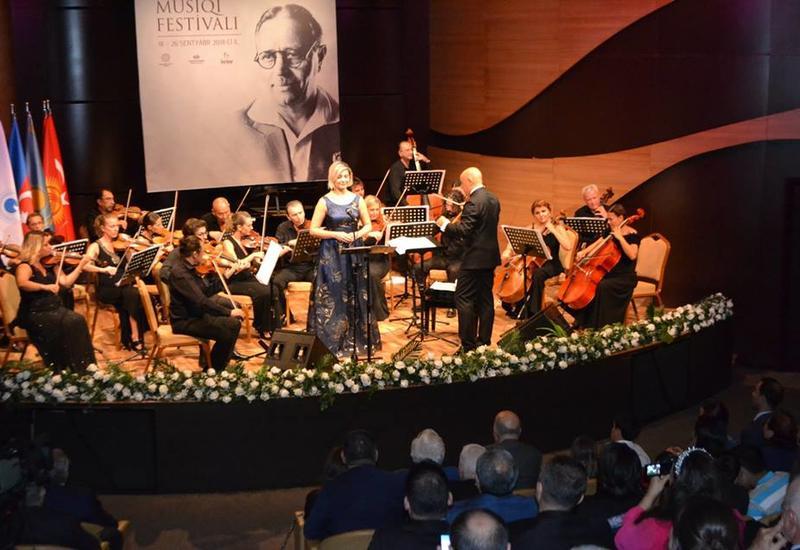 """В Центре мугама ярким концертом презентовали новый оркестр """"Dədə Qorqud"""" <span class=""""color_red"""">- ФОТО</span>"""