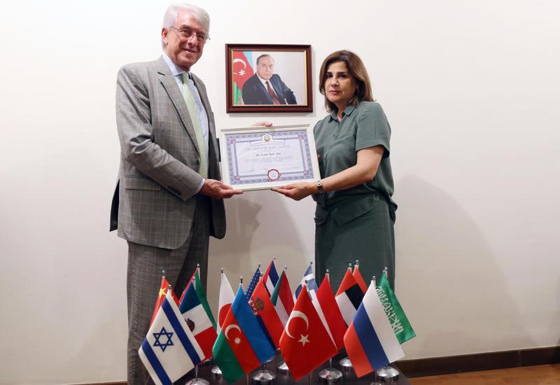 Глава дипмиссии Аргентины в Азербайджане удостоен почетного звания «Посол культуры»