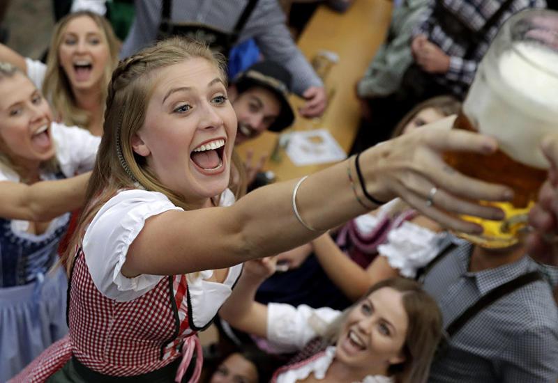 """Самый большой в мире праздник пива Октоберфест открылся в Мюнхене <span class=""""color_red"""">- ФОТО</span>"""