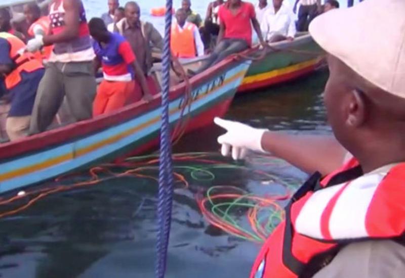 На месте крушения парома в Танзании нашли одного выжившего спустя два дня
