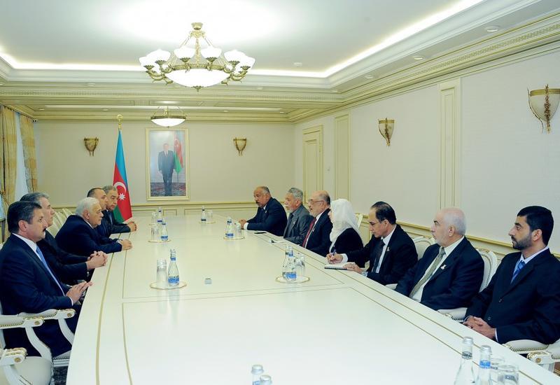 Огтай Асадов на переговорах с делегацией из Омана