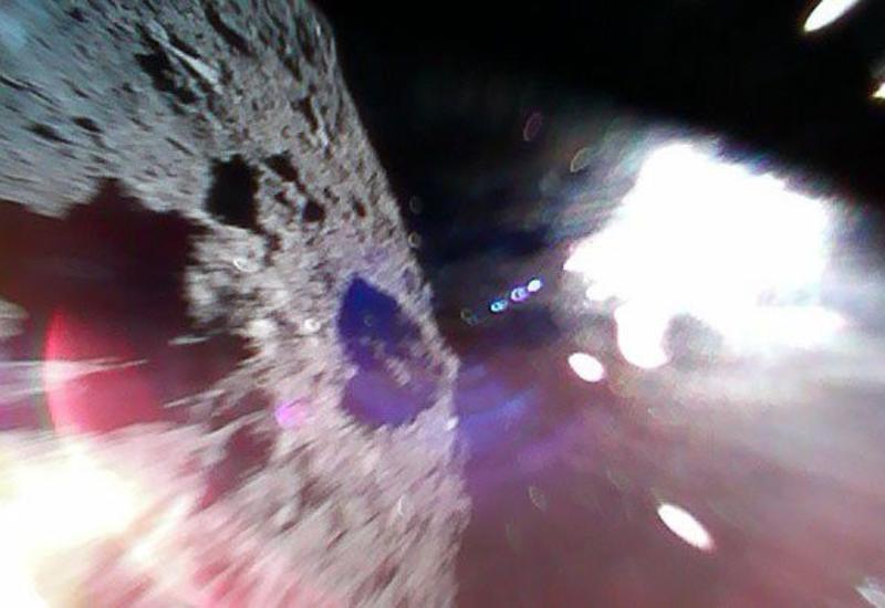 Японские роботы-прыгуны прислали первые снимки с астероида