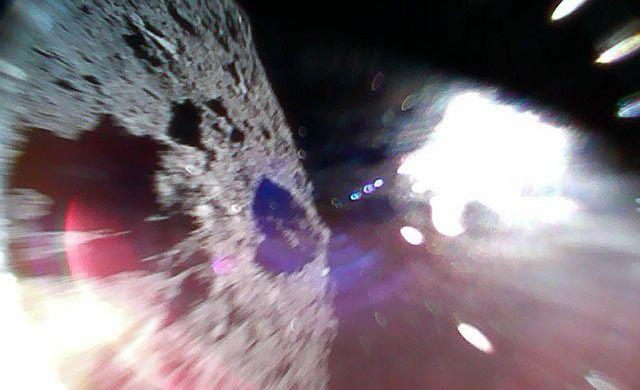 Японцы высадили наповерхность астероида Рюгу два прыгающих космических зонда