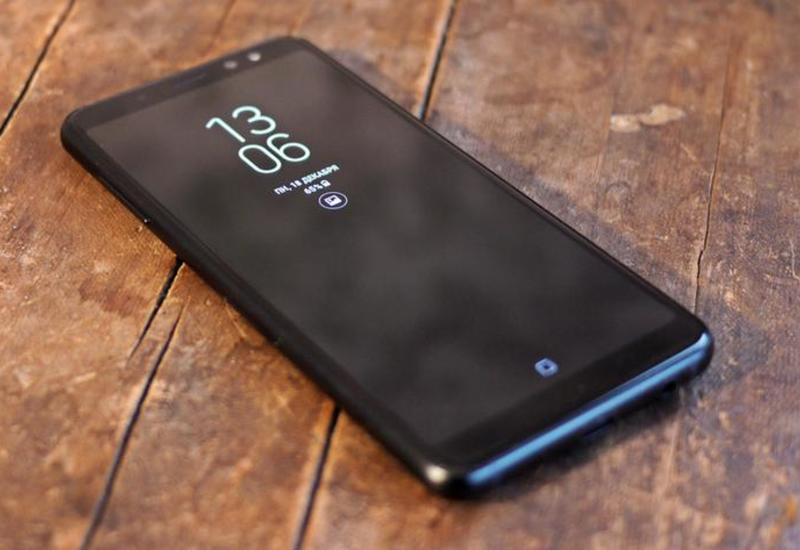 Одна версия Galaxy S10 получит плоский экран