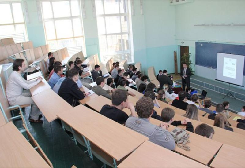 Первокурсники Бакинского исламского университета размещаются в другие вузы