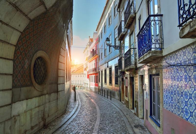 Португальцы выселяют своих, чтобы сдать жилье туристам