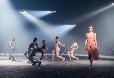 """Женственные образы в весенней коллекции Dior <span class=""""color_red"""">- ФОТО</span>"""