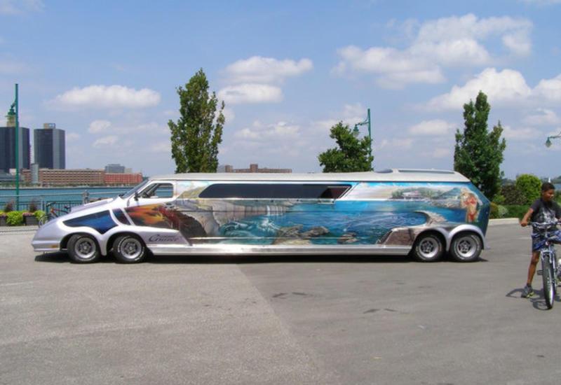 """Невероятный тюнинг: фургон Chevrolet превратили в дом-галерею <span class=""""color_red"""">- ВИДЕО</span>"""