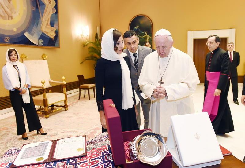 """Первый вице-президент Мехрибан Алиева встретилась с Папой Римским Франциском <span class=""""color_red"""">- ФОТО</span>"""