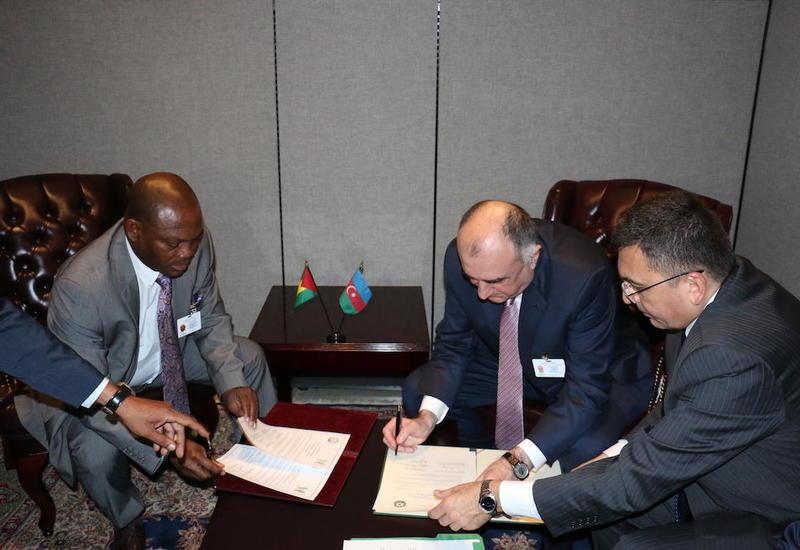 Азербайджан установил дипотношения с еще одной страной