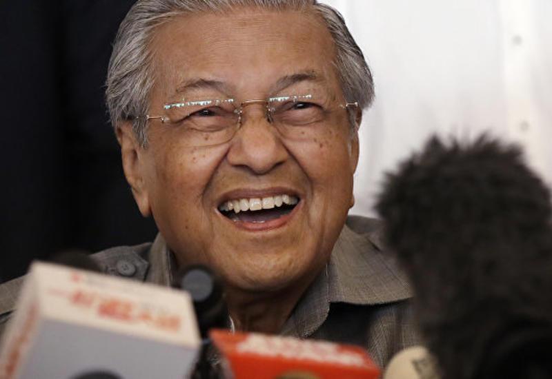 Премьер Малайзии пошутил, что повысил пенсионный возраст до 95 лет