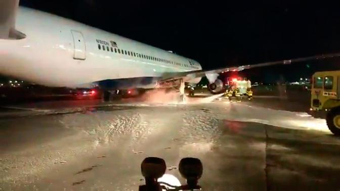 Ваэропорту Нью-Йорка зажегся  самолет с250 пассажирами наборту
