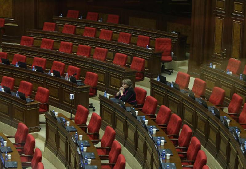 Парламент Армении парализован