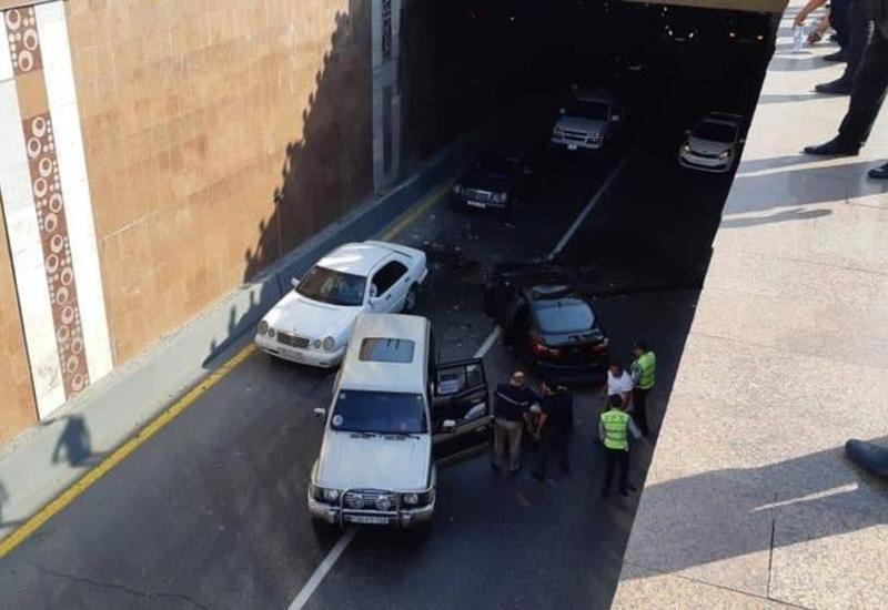 Тяжелое ДТП в Баку: автомобиль упал в туннель