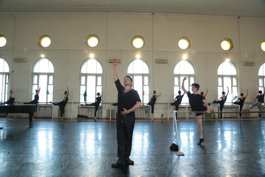 Народный артист России Марк Перетокин: «Мне доставляет удовольствие приходить в театр и работать с азербайджанской балетной труппой»
