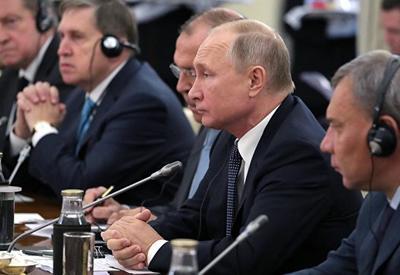Россия и Индия обсудили действия США по выходу из иранской сделки