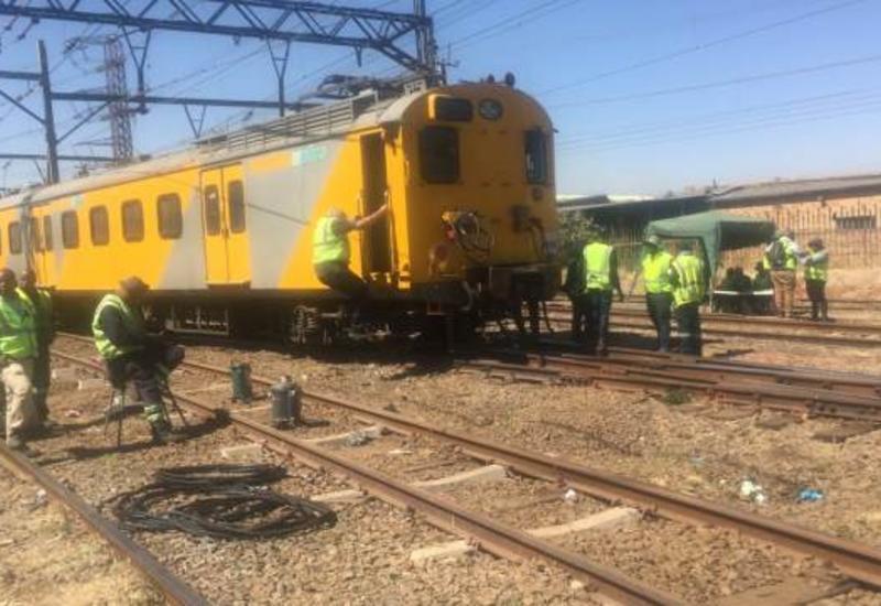 Два поезда столкнулись в ЮАР, пострадали более 150 человек