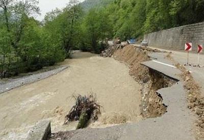 """Мощнейшее наводнение произошло в Иране, есть жертвы <span class=""""color_red"""">- ВИДЕО</span>"""