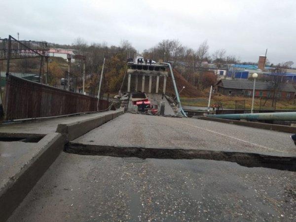 Два пролета автомобильного моста рухнули на проходящий поезд в Приамурье – движение по Транссибу приостановлено (ОБНОВЛЕНО; ВИДЕО)