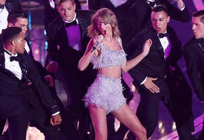 Тейлор Свифт стала исполнителем года на American Music Awards
