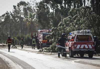 """Шторм """"Лесли"""" в Португалии: бушующая стихия"""