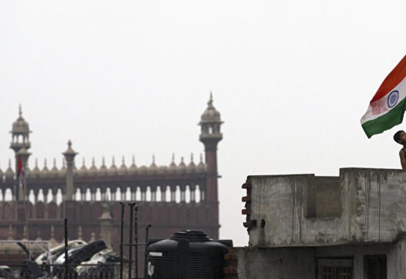 Обвиняемый в домогательствах индийский министр отказался уходить в отставку