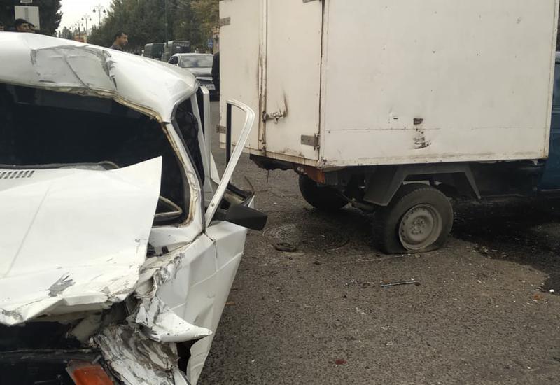 """В Товузе перевернулся автомобиль для перевозки хлеба, есть пострадавшие <span class=""""color_red"""">- ФОТО</span>"""
