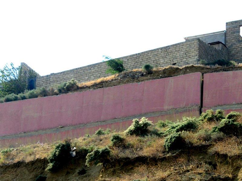 Gərginlik davam edir - Badamdarda evlərin divarlarında yeni çatlar yaranıb