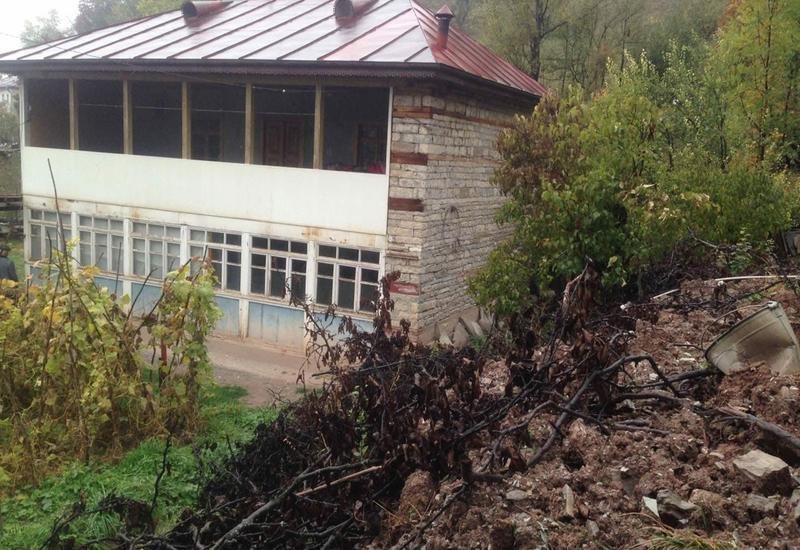 В Исмаиллы произошел оползень, пострадали несколько домов