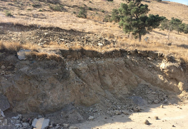 Минэкологии допускает дальнейшие обвалы в оползневой зоне в Баку