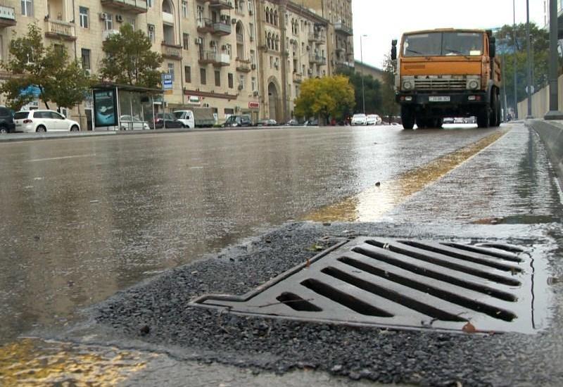 """Bakıda yağıdan sonra şəhəri su basmaması üçün nə edilir? <span class=""""color_red"""">- FOTO</span>"""