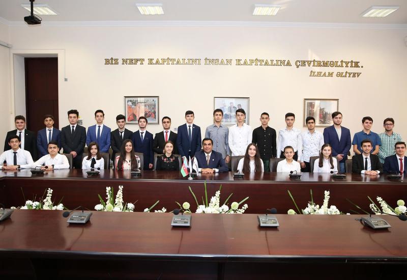 Ректор БВШН встретился с 26 Президентскими стипендиатами