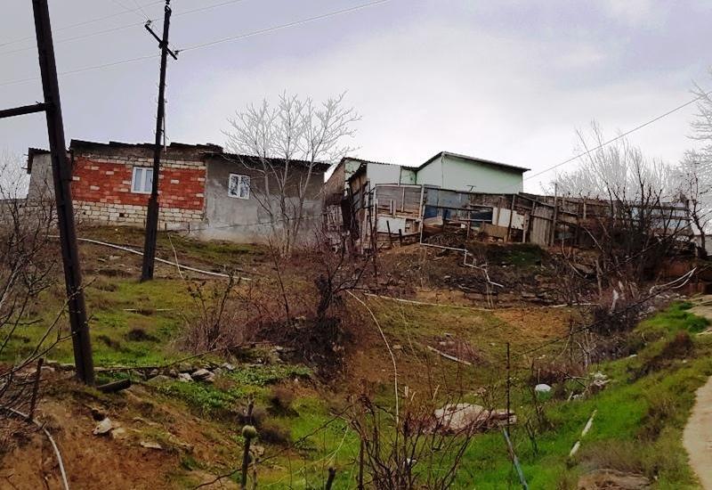 Еще один оползень в Баку, есть разрушения