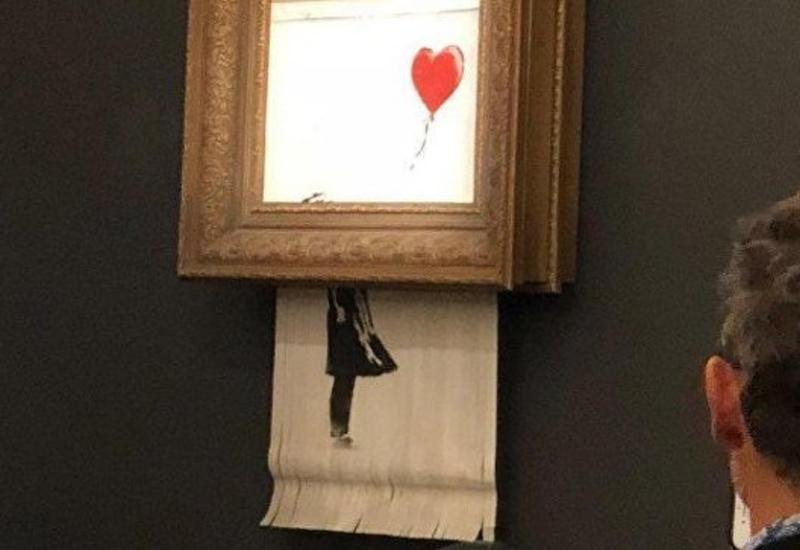 """Бэнкси рассказал, как должна была разрезаться картина """"Девочка с шаром"""" <span class=""""color_red"""">- ВИДЕО</span>"""